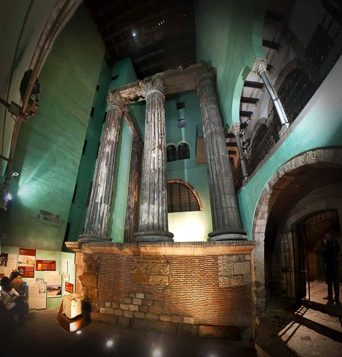 Cinco lugares escondidos en Barcelona - El templo de Augusto es una joya escondida de Barcelona
