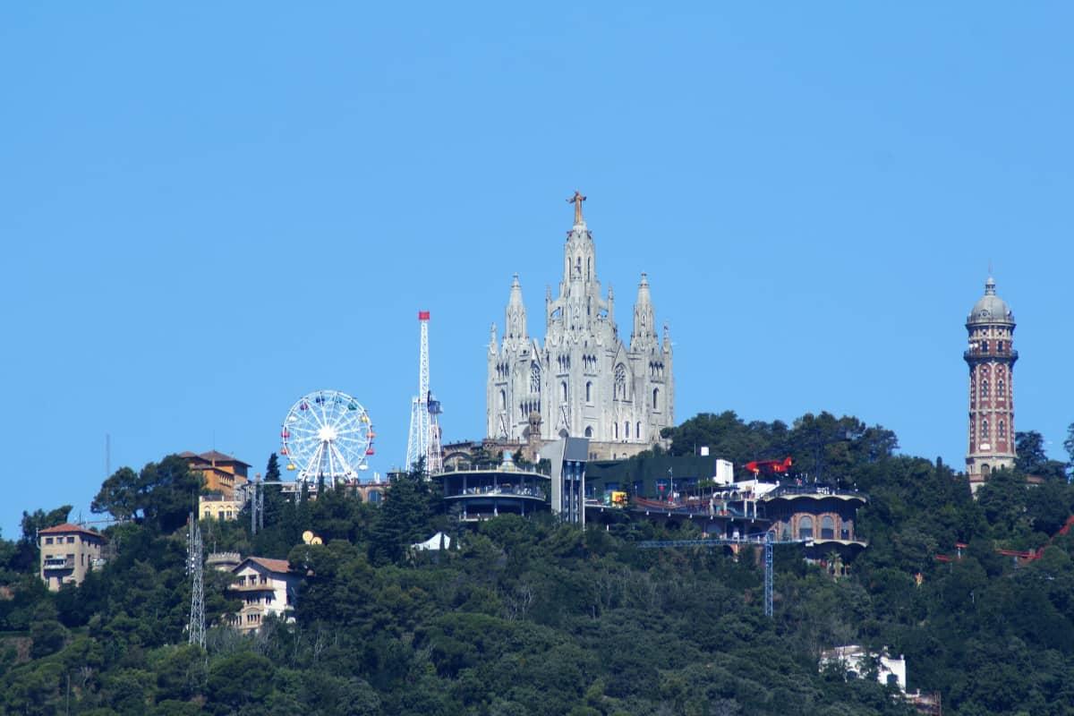 Cinco lugares escondidos en Barcelona - El Tibidabo es el pico más alto de la Siera de Collserola